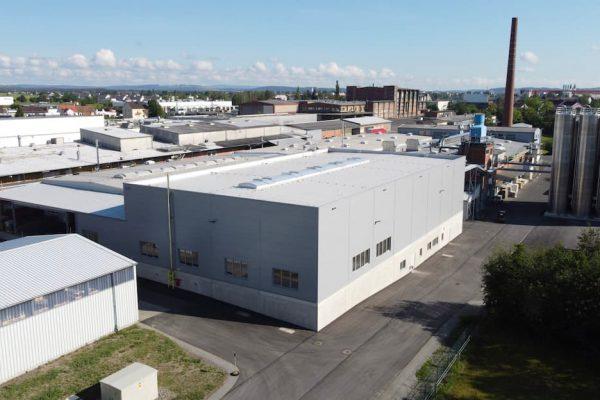 Ansicht Mitras Produktionshalle aus Vogelperspektive