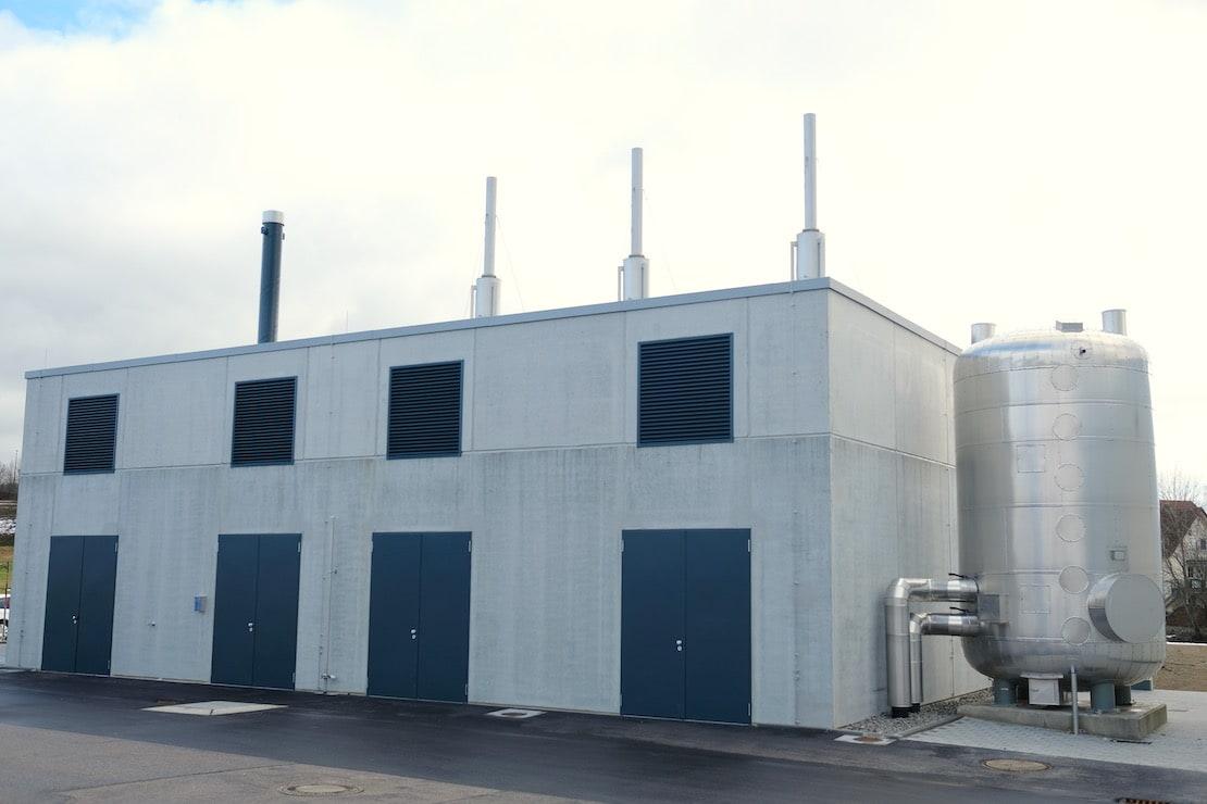 Vorderansicht des Neubaus Energiezentrale der Fa. Irlbacher in Schönsee