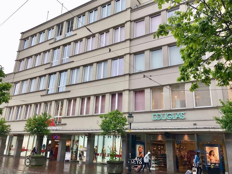 Ansicht Geschäftshaus Wöhrl Douglas am Moritzplatz 7 in Augsburg